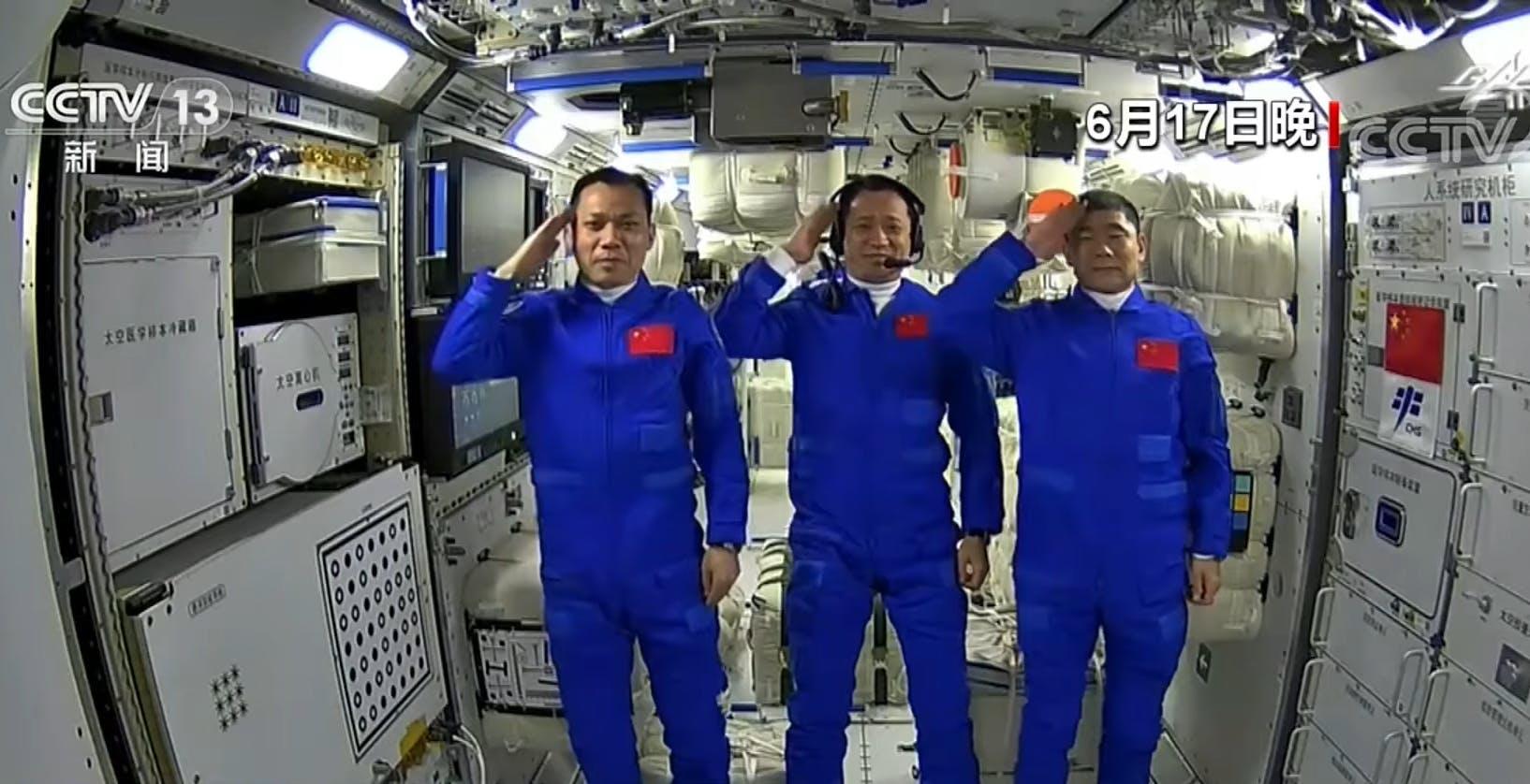 La vita a bordo della stazione spaziale cinese Tiangong. In un video il lavoro dei tre astronauti