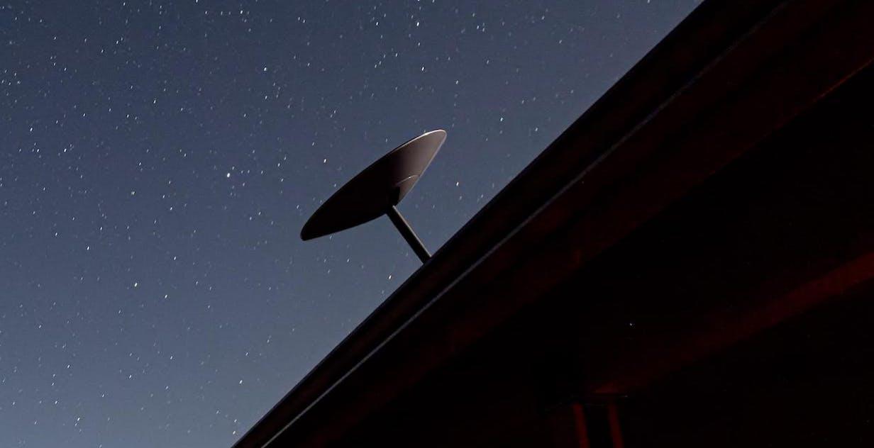 L'internet dallo spazio dei satelliti Starlink coprirà tutta la Terra entro agosto. Parola di Elon Musk