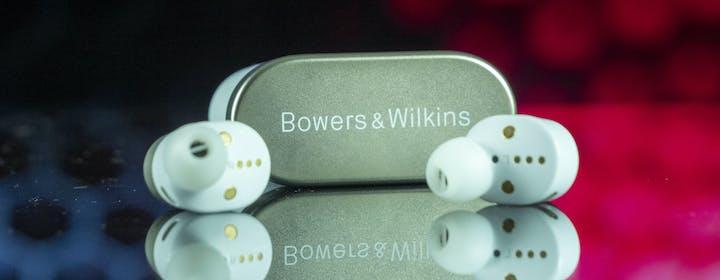 Recensione B&W PI7. Ecco come suonano gli auricolari creati dallo storico brand inglese