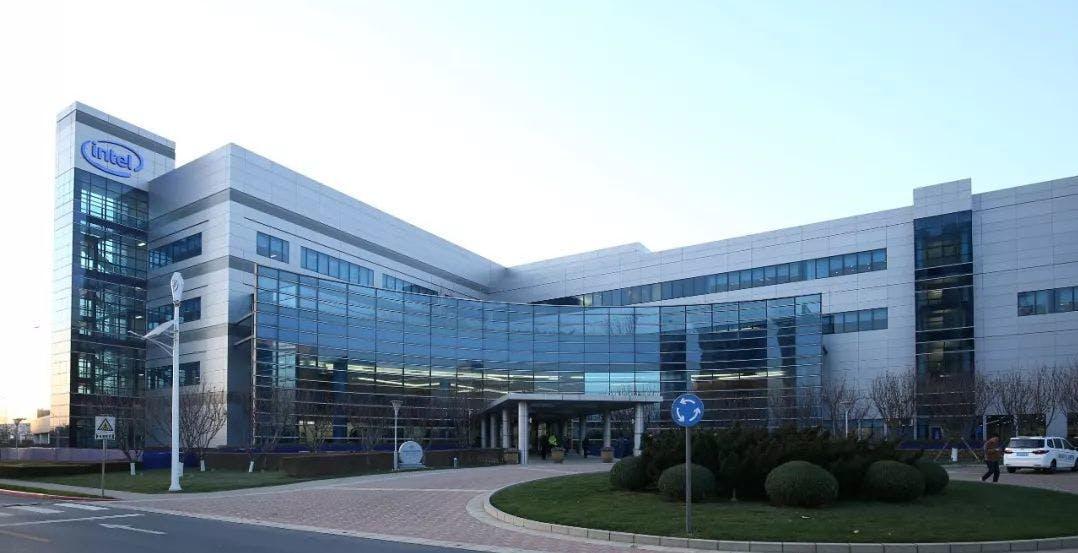 Intel: oltre 20 miliardi di dollari per aprire due fabbriche di processori in Europa