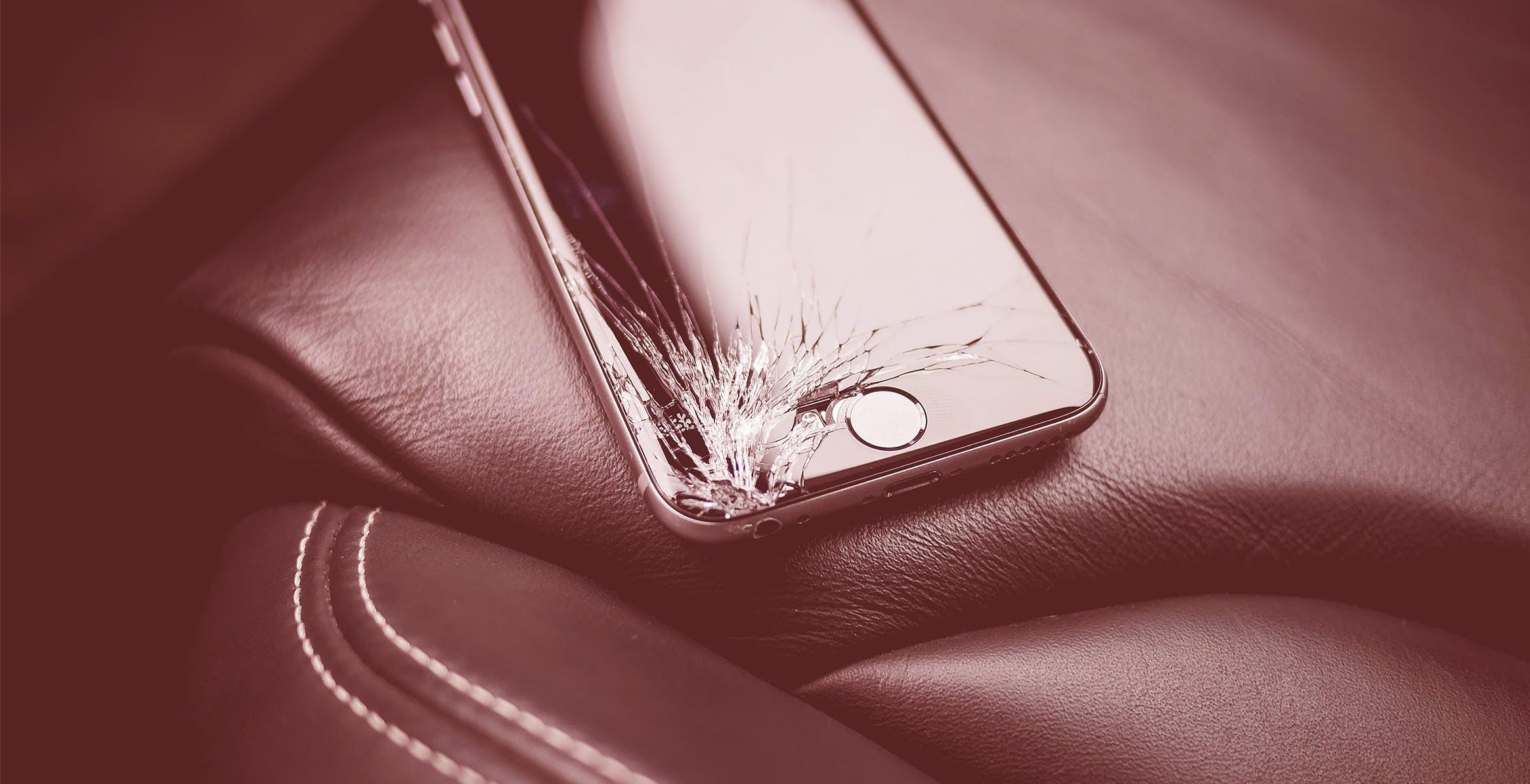 """iFixit contro Apple, Samsung e Microsoft: """"Costruiscono i loro prodotti in modo da impedirne la riparazione"""""""