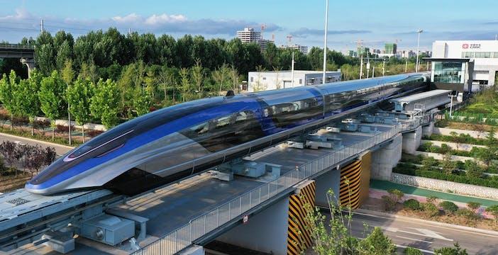 Inaugurato il treno a levitazione magnetica più veloce al mondo: viaggia a 600 km/h