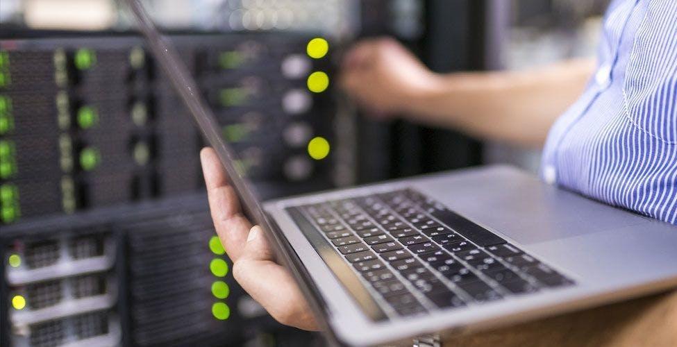 Problemi con la rete CDN di Akamai, migliaia di siti sono andati offline. Colpiti anche PlayStation, Steam e Airbnb
