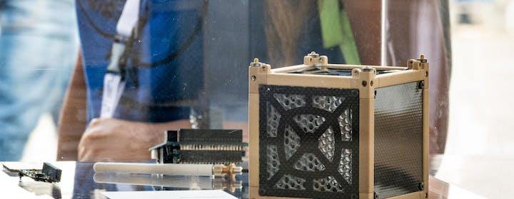 Trasmettere dati dai piccoli satelliti a una velocità di 100 Mbps: l'innovazione della startup italiana Picosats