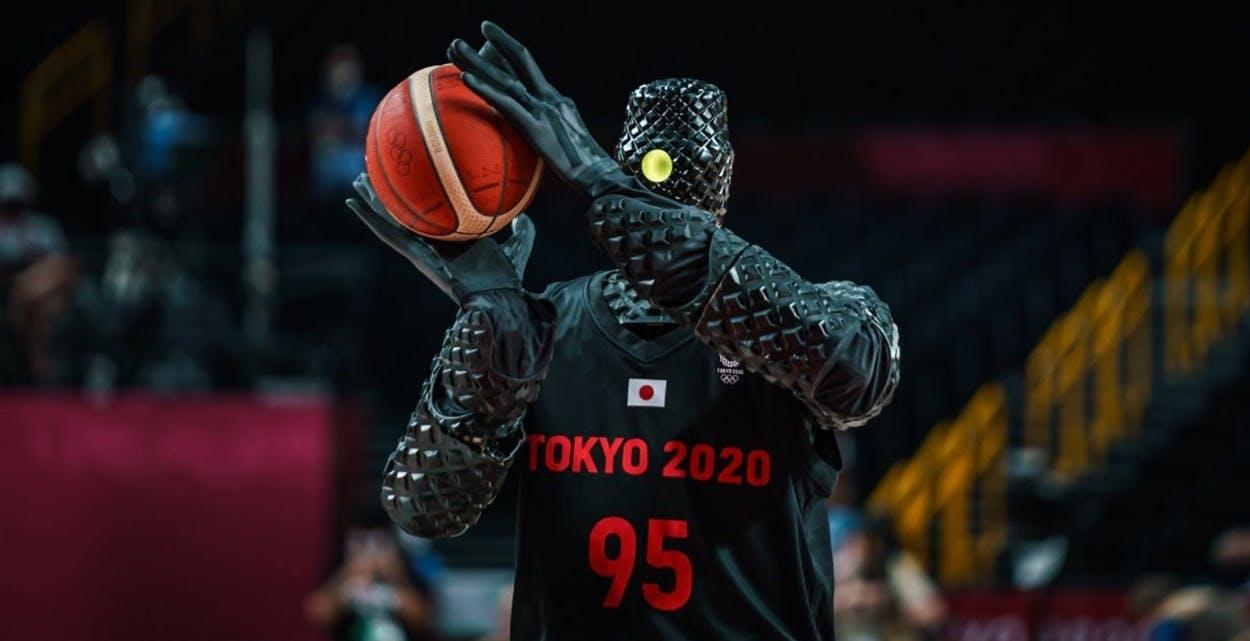 Il robot cestista non sbaglia (quasi) mai. Con un canestro da metà campo ha incantato Tokyo 2020