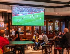 La Serie A nei bar, negli hotel e nei locali pubblici. Sky in prima fila, ma c'è anche TIM