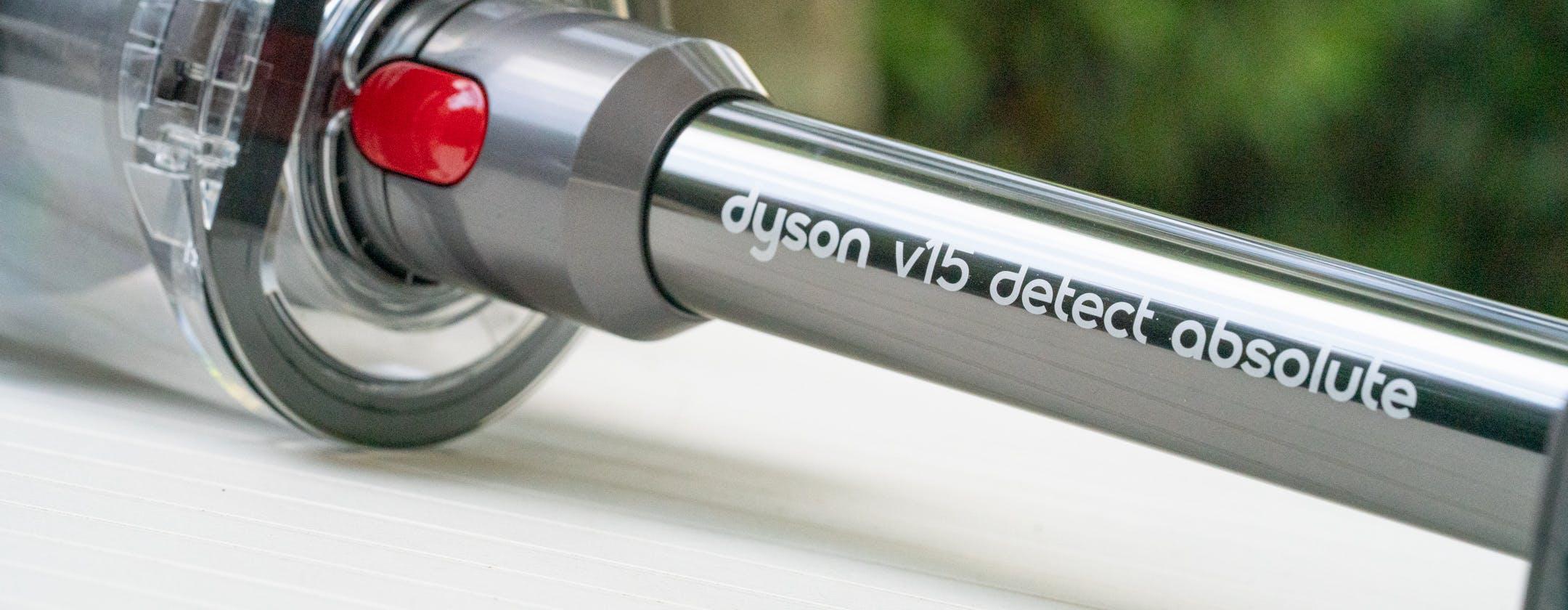 Dyson V15 Detect alla prova: il SUV top di gamma degli aspirapolvere a colpi di laser e sensore piezo