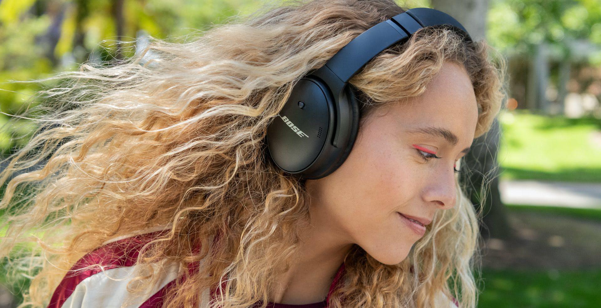 Bose lancia le cuffie wireless QuietComfort 45 con più autonomia e ascolto del suono ambientale