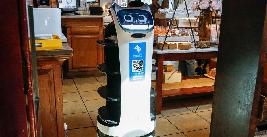 """Un ristorante in Texas ha """"assunto"""" dei robot-camerieri perché non trovava personale"""