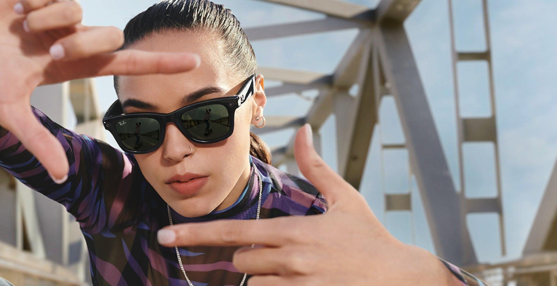 Ecco Ray-Ban Stories: gli occhiali smart di Facebook che catturano foto, video e funzionano da auricolari