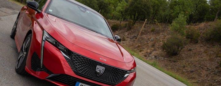 Pronta a tutto: al volante della nuova Peugeot 308 ibrida plug-in. L'infotainment finalmente svolta