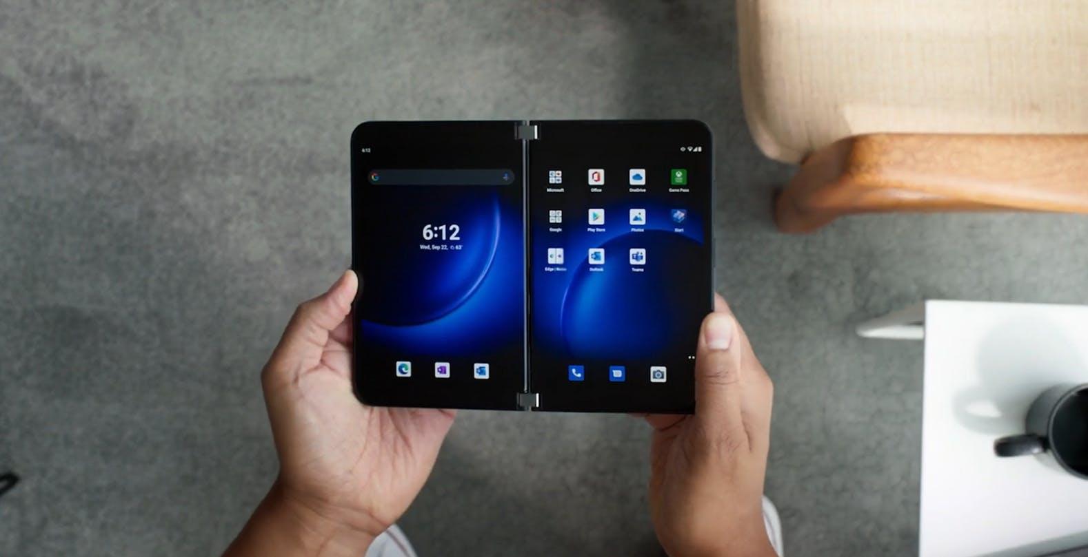 Ecco Surface Duo 2, il telefono pieghevole in cui Microsoft crede ancora