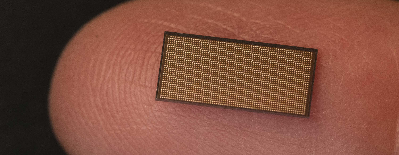 Dai transistor ai neuroni: come funziona Loihi 2, il chip neuromorfico Intel nato per l'intelligenza artificiale