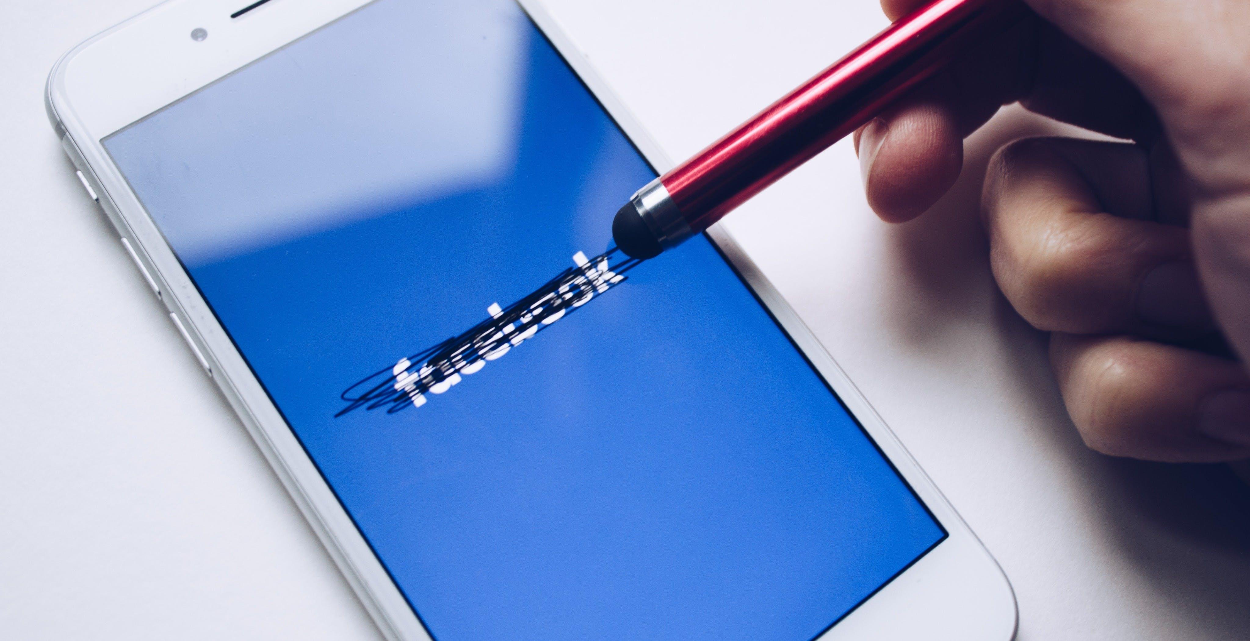 Il down di Facebook ha sbugiardato l'antitrust: non è un monopolio e la concorrenza (per fortuna) già c'è