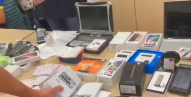 Usava i soldi dei conti correnti rubati per comprare dispositivi elettronici e farli rivendere in Russia: arrestata