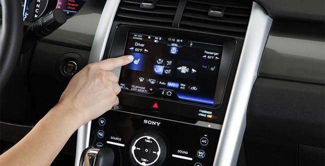 Ford ci ripensa: il touchscreen è scomodo