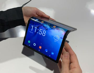 Flexipai, il primo smartphone flessibile. Lo abbiamo usato e ci siamo chiesti a cosa serve