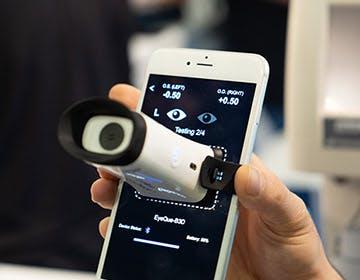 EyeQue VisionCheck, il test oculistico che fai a casa con lo smartphone
