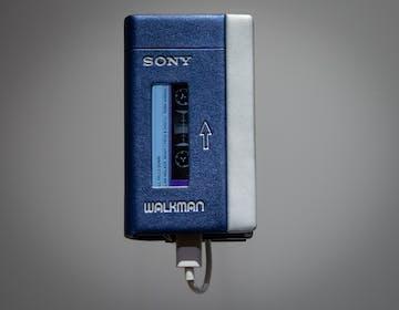A 40 anni dalla nascita, resuscita in digitale il Walkman Sony. Il regalo più bello per i diversamente giovani