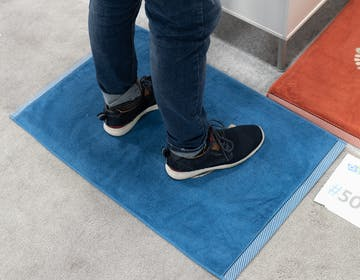 Mateo, il tappeto per il bagno che misura peso corporeo e corregge la postura