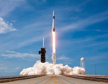 SpaceX entra nella storia: è la prima compagnia privata a portare l'uomo nello spazio