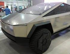 Tesla Cybertruck in mostra al museo Petersen: finalmente abbiamo foto dei dettagli
