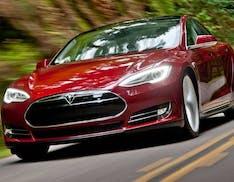 Tesla: sotto accusa. Nel 2012 sapeva di vendere auto difettose che potevano prendere fuoco