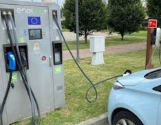 In viaggio con un'auto elettrica di prima generazione: a che punto è la rete di ricarica?