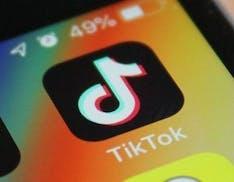 """L'India blocca 49 app cinesi: """"Un pericolo per la nostra sicurezza"""". C'è anche TikTok"""