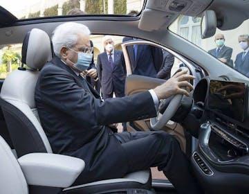 Fiat presenta la 500 elettrica al Presidente Mattarella. L'elettrico è finalmente mainstream?