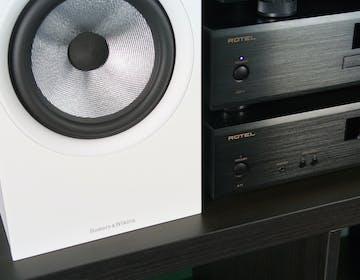 Pro-Ject, Rotel e B&W: l'impianto in bianco e nero per una musica a colori
