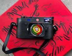Per evitare i dazi americani Leica produce le lenti anche in Portogallo. Agli americani costano meno di quelle tedesche