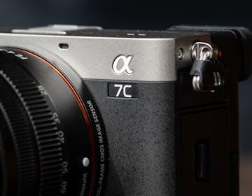 Sony lancia A7C, la mirrorless Full Frame più piccola al mondo. La nostra prova: macchina giusta, prezzo sbagliato