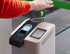Come funziona Amazon One, il sistema per pagare con il palmo della mano