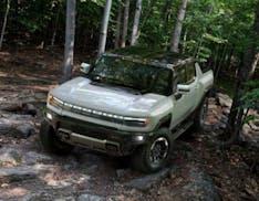 GM presenta ufficialmente l'Hummer elettrico. Solo pick-up, l'autonomia sarà di 560km e costerà più di 100mila dollari