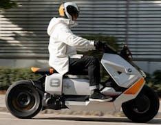 BMW riaccende lo scooter elettrico. Presentato il nuovo Motorrad Definition CE 04