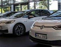 Greenpeace in incognito nei concessionari Volkswagen: scopre che non vogliono vendere auto elettriche