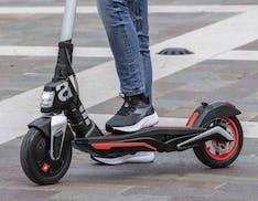 Aprilia svela eSR1: non è uno scooter ma un monopattino elettrico