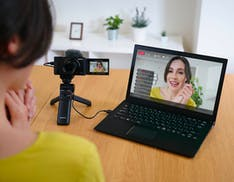 La funzione webcam nativa sbarca sulle camere Sony. Si inizia con la VlogCam ZV-1