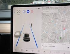 Tesla è davvero il riferimento per l'esperienza d'uso? La nuova interfaccia di Model 3 solleva qualche dubbio