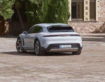 Porsche svela la Taycan Cross Turismo: 4 versioni per l'elettrica sportiva ma spaziosa