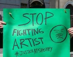 """La protesta degli artisti contro Spotify: """"Vogliamo essere pagati equamente"""""""