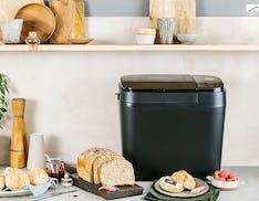 Tre nuove macchine per il pane da Panasonic con dispenser per il lievito e per gli ingredienti aggiuntivi