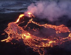 Droni e vulcani: il video delle eruzioni in Islanda girato da Stefan Forster è un vero capolavoro