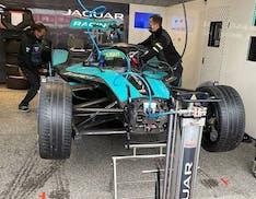 Tour nel box Jaguar Racing: ecco come si prepara una monoposto di Formula E