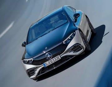 EQS è il gioiello bicolore di Mercedes. Confermata anche la mega batteria