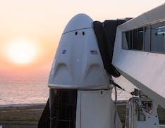 Oggi SpaceX porterà astronauti nello spazio riutilizzando sia razzo che astronave Crew Dragon