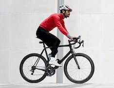 Il tracker GPS di Vodafone per i ciclisti invia notifiche d'emergenza in caso di incidenti e monitora la distanza percorsa