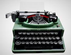 La macchina da scrivere Lego è un capolavoro: si monta e scrive davvero