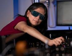 Una nano-pellicola applicata agli occhiali e si vede al buio. Potrà rivoluzionare anche la fotografia